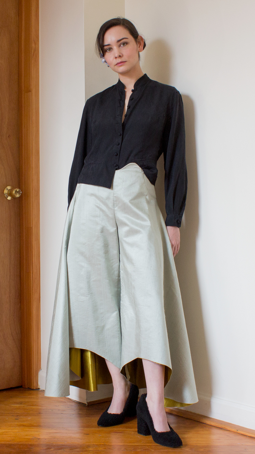 wide leg mint shantung pants with golden silk lining, black blouse with mandarin collar and Chinese button knots #graduatecollection #fashiondesign #fashiondesignstudent #outfit