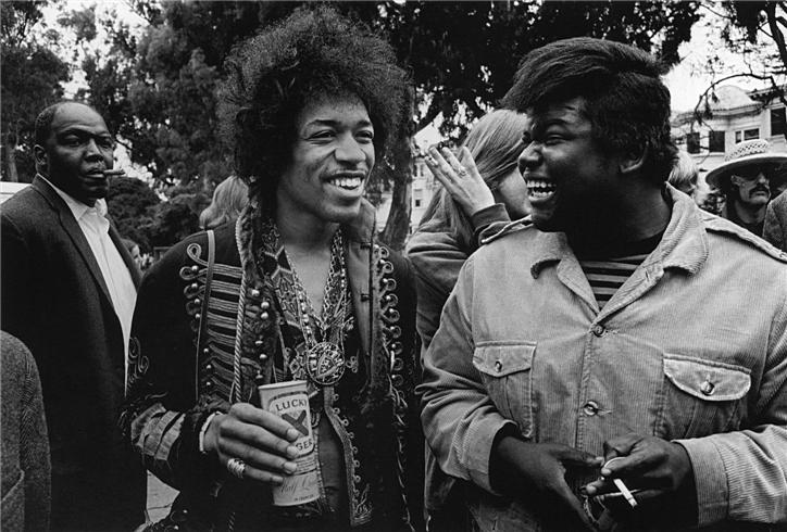 peakblackness: JIMI HENDRIX AND BUDDY MILES HAIR X HAIR X PINKY RING X MEDALLION X LUCKY LAGER X THOSE SMILES(!!!) You can tell this moment is #peak because Dennis Hopper looks to be in the background and you don't even notice him until like the third or fourth viewing. Cord