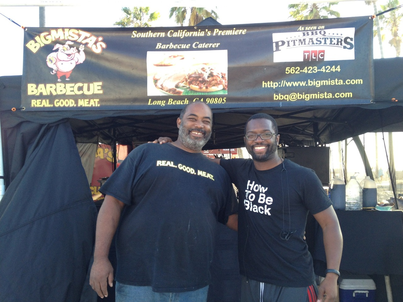 Big up to @bigmista who recognized my shirt & kills it on the grill. #howtobeblack at Venice Beach Boardwalk