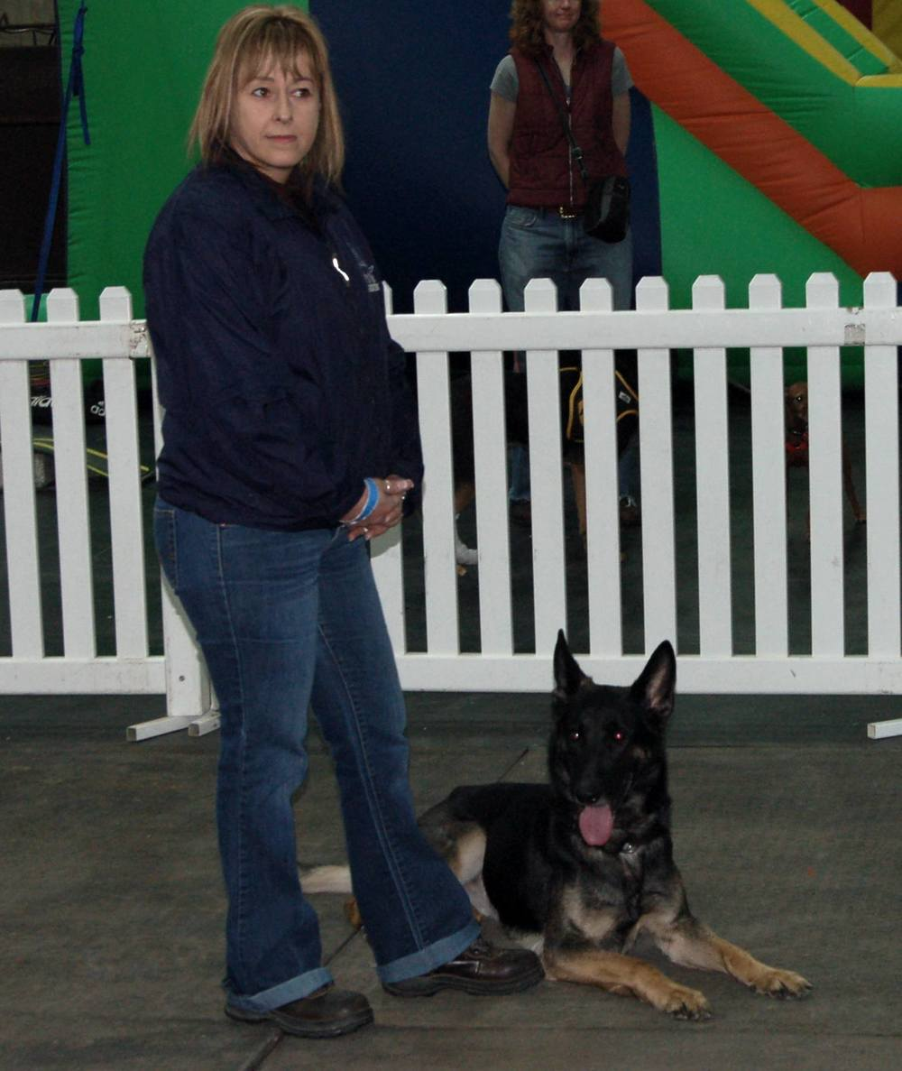 Shirley & Demi Contemplate Their Next Move Pet Expo 2011.jpg