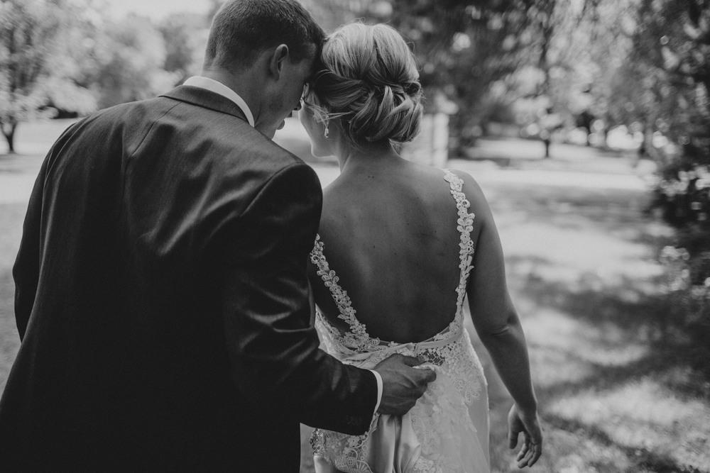 Lindsay+Lance_WeddingPreview_WoodsChapel_RussellHeeterPhotography-12.jpg