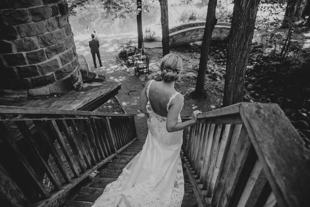 Lindsay+Lance_WeddingPreview_WoodsChapel_RussellHeeterPhotography-16.jpg