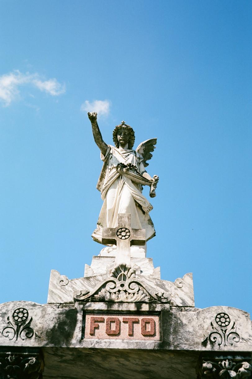 FOTO Statue of Angel at Lake Lawn Metairie cemetery_web.jpg
