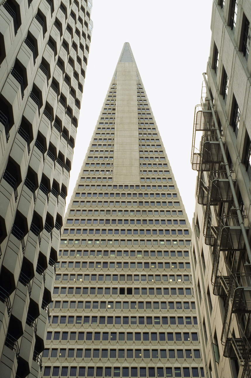 Transamerica Pyramid in between buildings_web.jpg