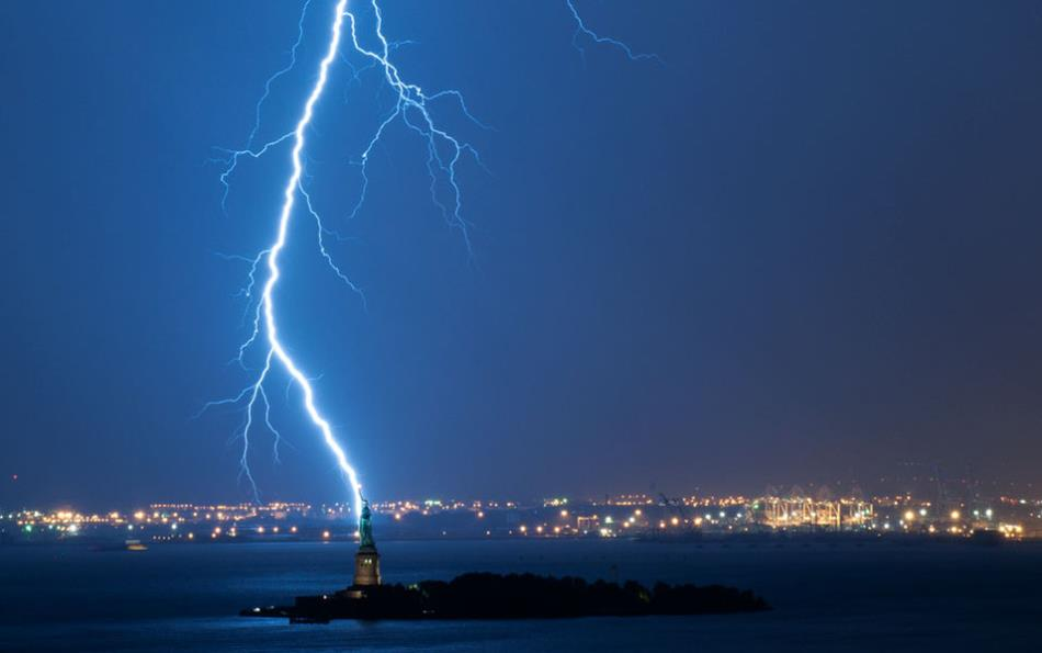 How long is a lightning bolt?