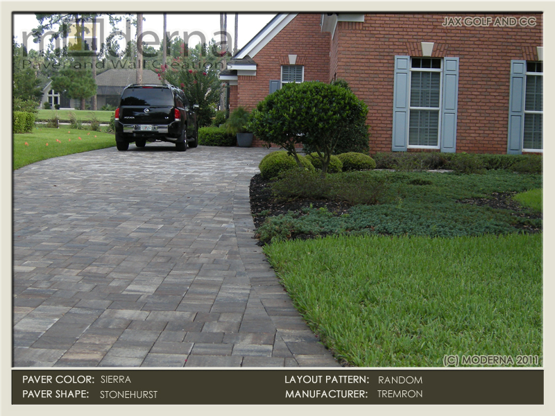 A brick home in Jacksonville Golf and Country Club featuring a brick paver driveway done in the Stonehurst line of Pavers in the Sierra color.