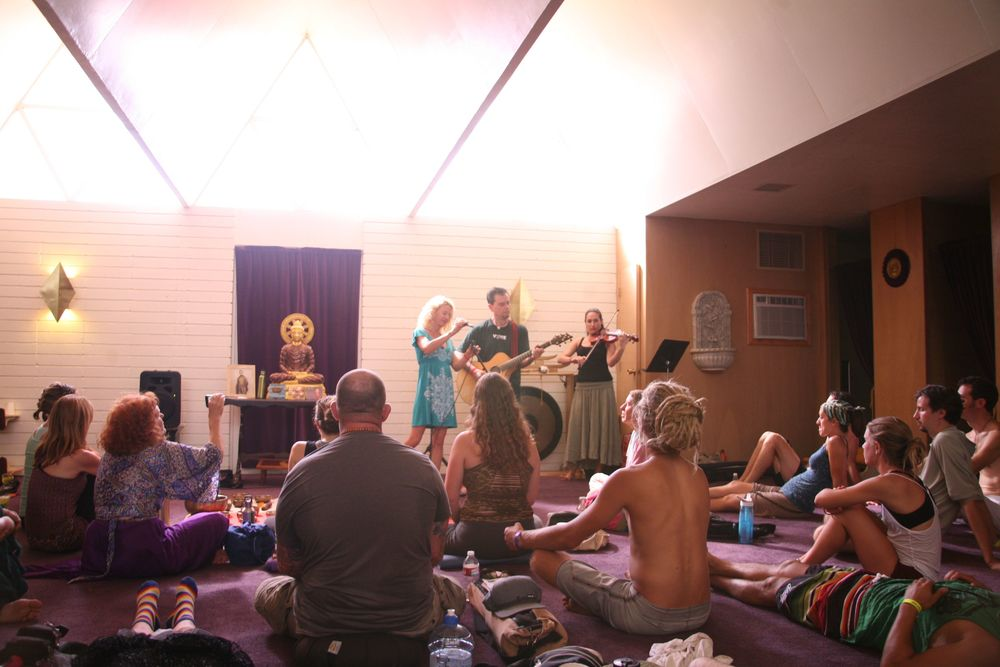 bhakti 2012:michael:alicia:jahna performingA.jpg