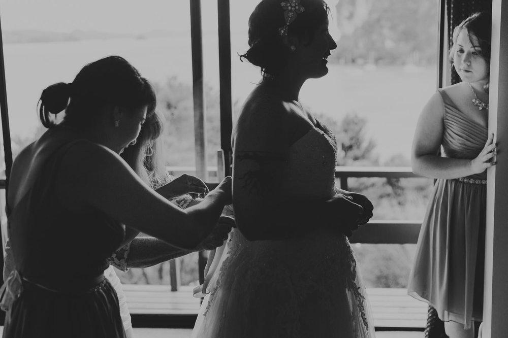 Coromandel elopement bride getting ready
