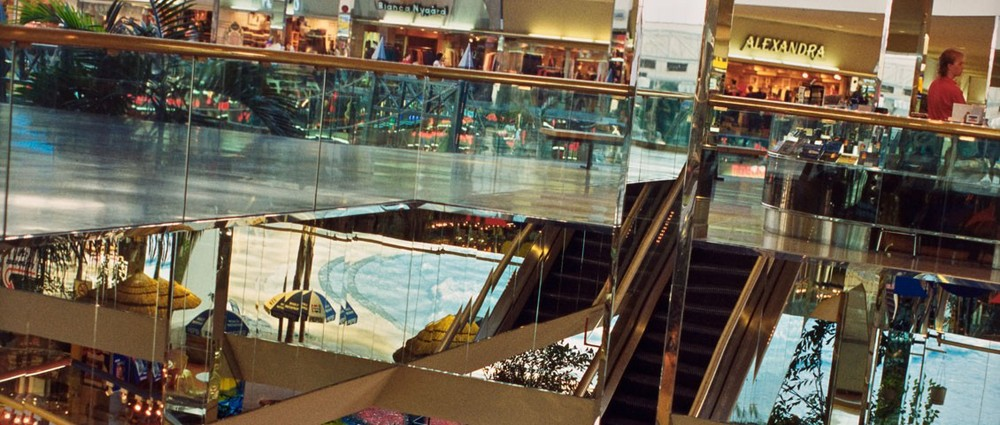 Vikky Alexander West Edmonton Mall Series, No. 17 (detail), 18 February 1992 Dye coupler print (Ektacolor), 60.9 x 50.8 cm; image: 60.5 x 41.7 cm National Gallery of Canada, Ottawa