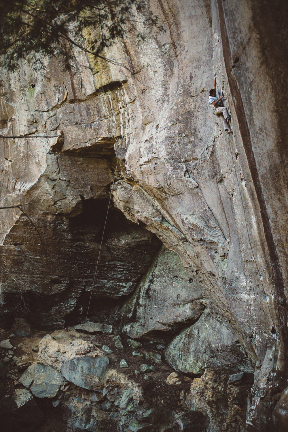 Ben Lim climbing Amarillo Sunset (5.11b), Red River Gorge.