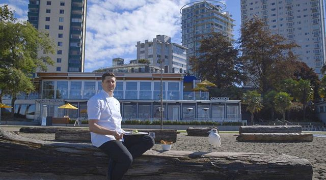 I am thankful for all of the great people that I get to work with. That Seagull was grateful for chef sharing his lunch.  #englishbay #vancouver . . . . . . . . #cactus #cactusclub #chef #food #lunch #beach #sunshine #fall #autumn #client #video #videographer #c100mkii #canon #freelance #thanksgiving