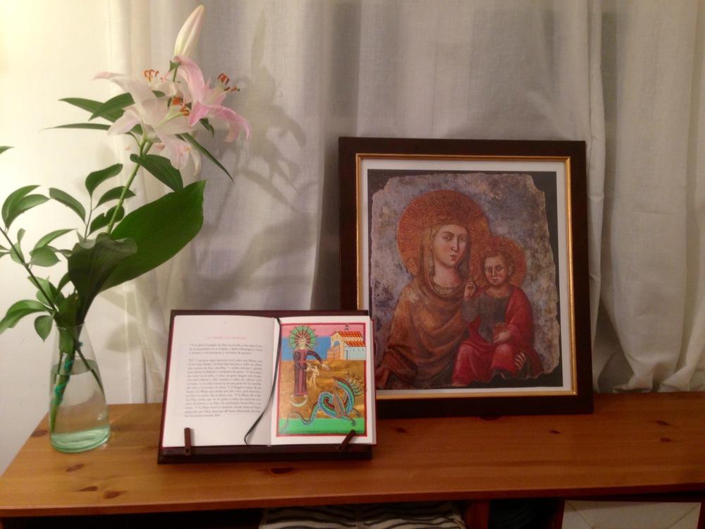 Ediciones San Juan Centerpiece