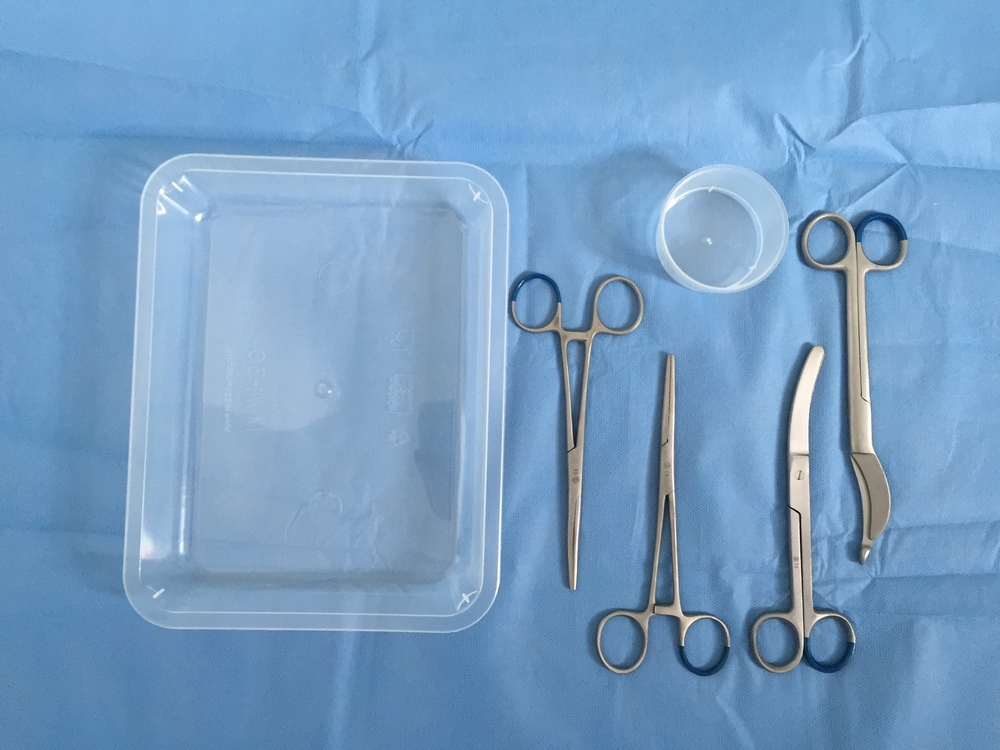 Disposable partus Set LM2014598   1 Waldmann episiotomie schaar 18cm  1 Busch navelstrengschaar 16cm  2 Rochester-Pean arterieklemmen recht 16cm  1 Gallipot 60ml  1 Procedure tray  1 Steriel veld 75 x 90cm