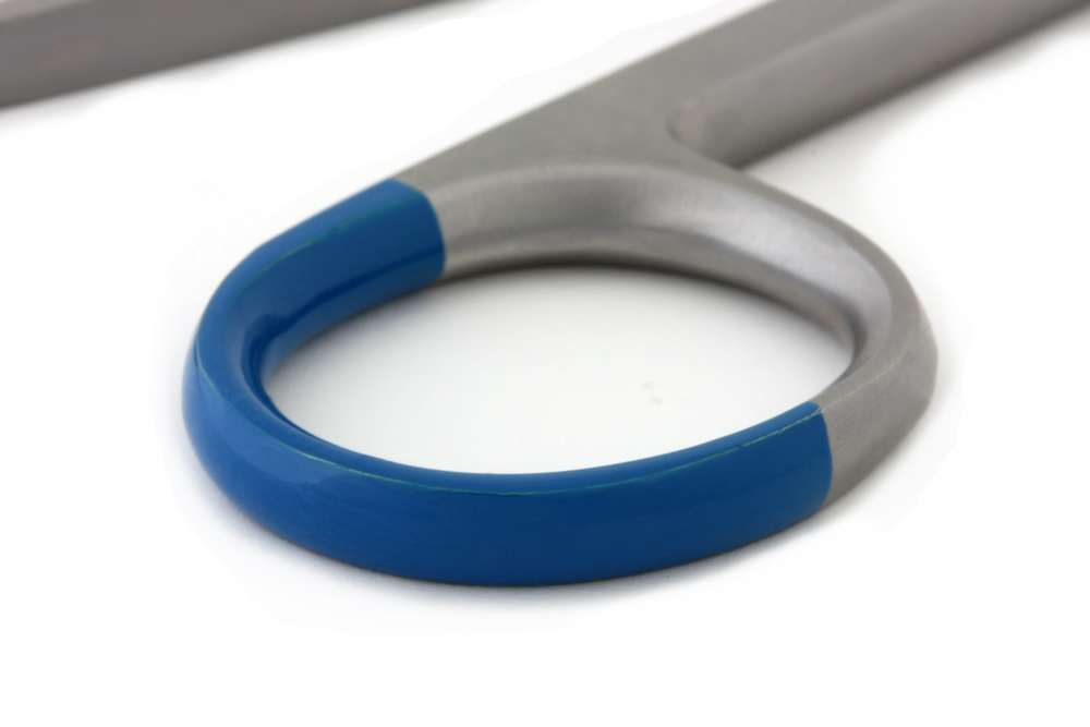 Alle rvs instrumenten zijn voorzien van niet-toxische blauwe kleurcodering