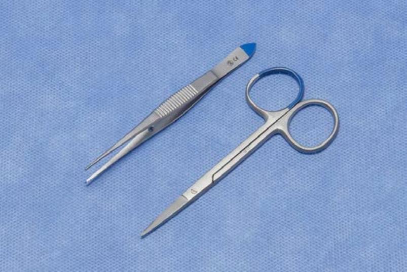Biopt set LM2015538-1 (per doos van 100 sets)   1 Iris schaar fijn 10 cm  1 Iris chirurgisch pincet 1 x 2 tanden 10 cm