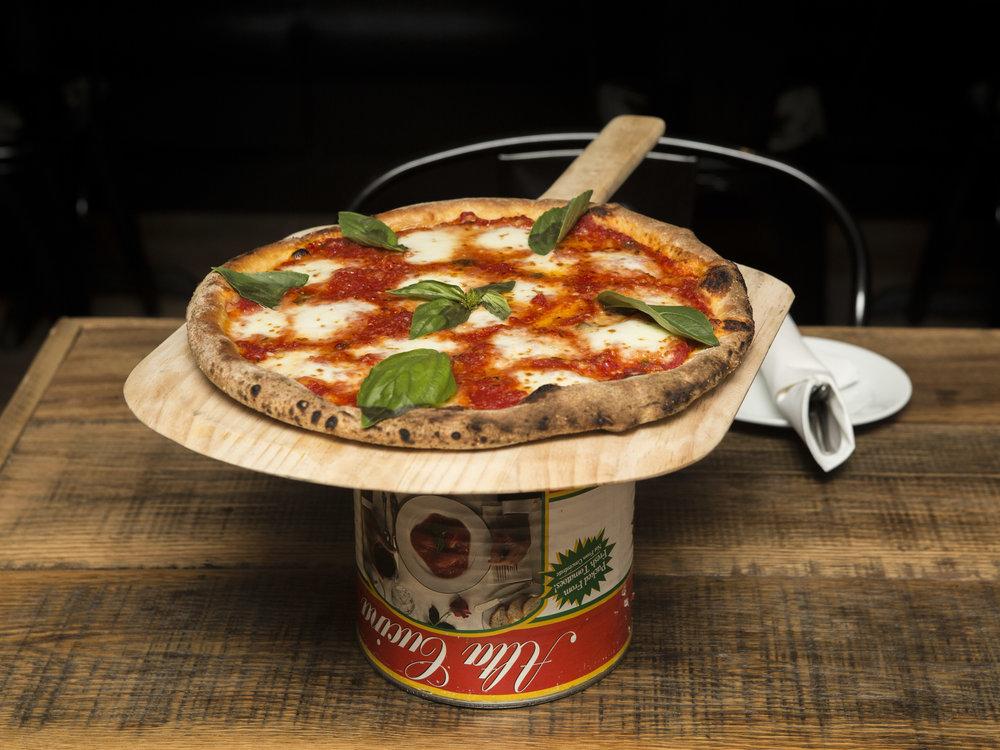 Cascarino's Pizzeria_Pizza Margherita-4.jpg