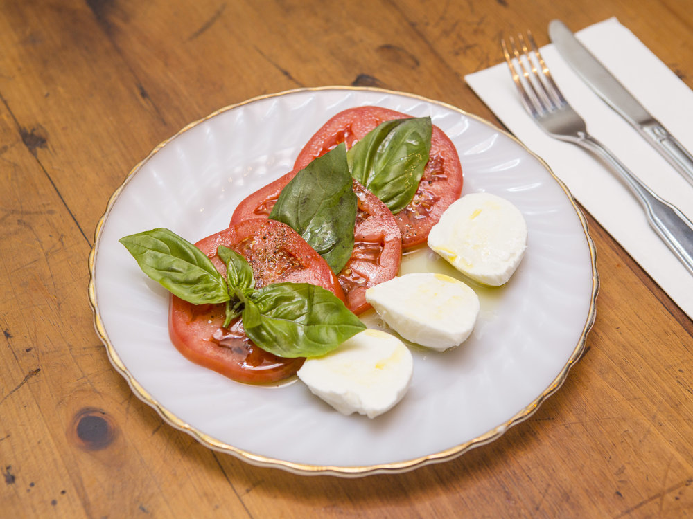 Gersi_mozzarella Di bufala with beefsteak tomatoes and basil-2.jpg