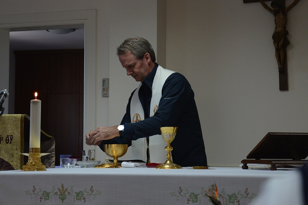 Rev. Leigh Spruill preparing Eucharist