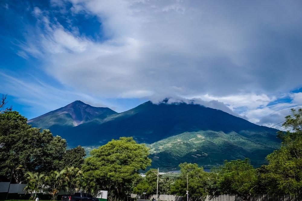 Vulcanes Fuego y Acatenango, Antigua, Guatemala, 2018