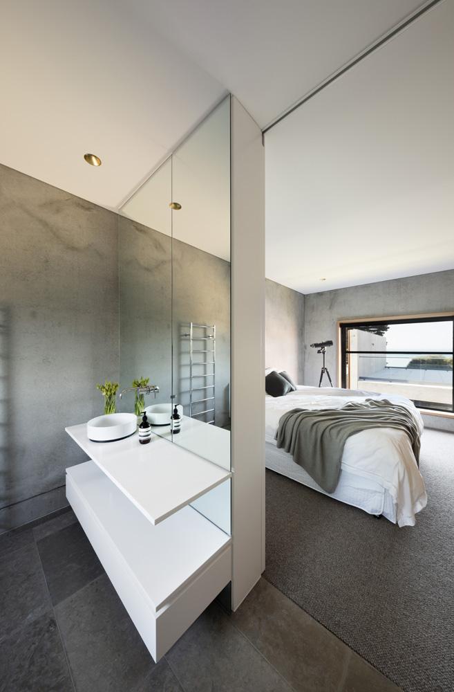 Sorrento Beach House. Bathroom