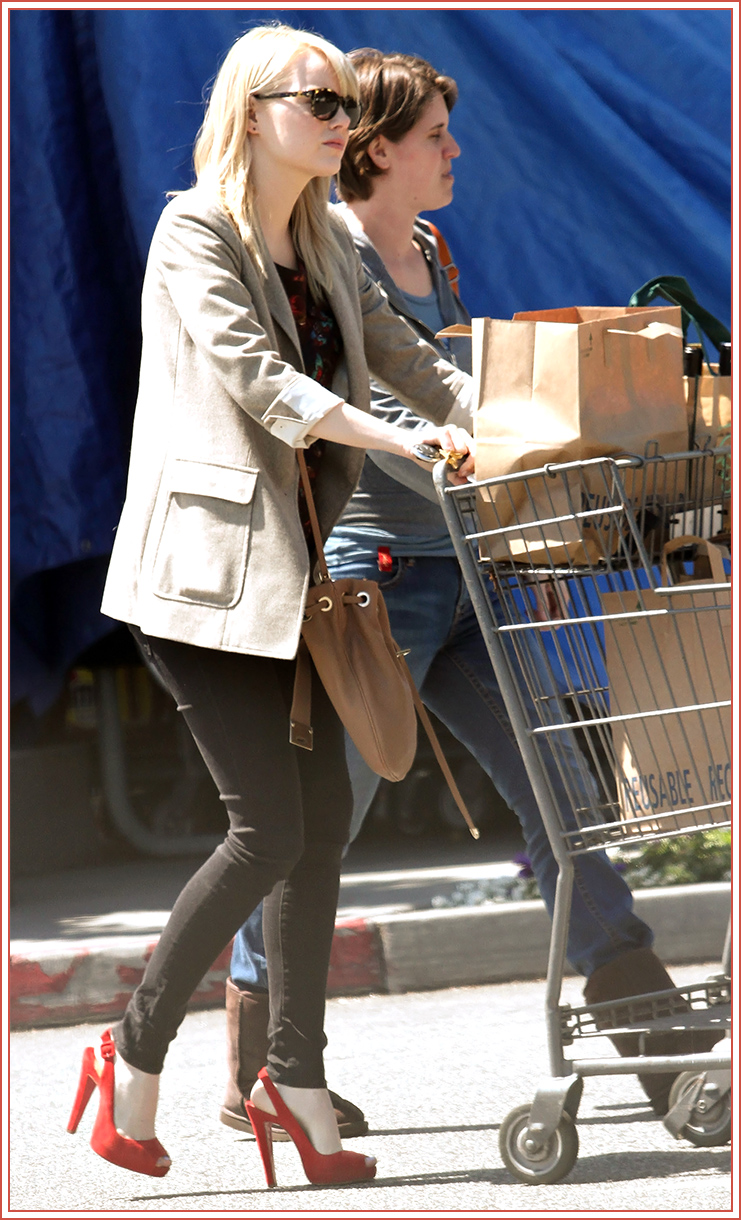 I have posted the above picture before but there is just something so amazingly sexy about any woman going grocery shopping in serious high heels ... and if it is Emma Stone then it is just too amazing not to post again.