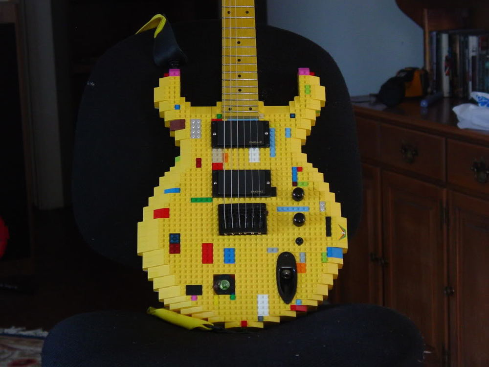 YellowLegoGuitar01.jpg