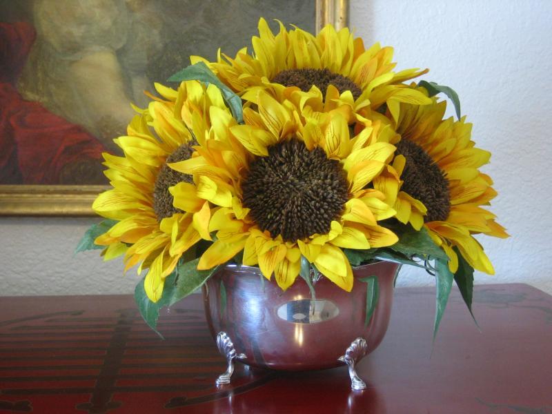 vintage_silver_bowl_w_sunflowers.232144855_std.JPG