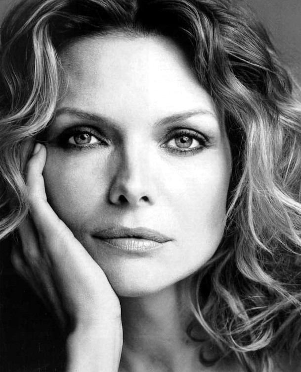 michelle_pfeiffer_gallery_37000x0609x751.jpeg