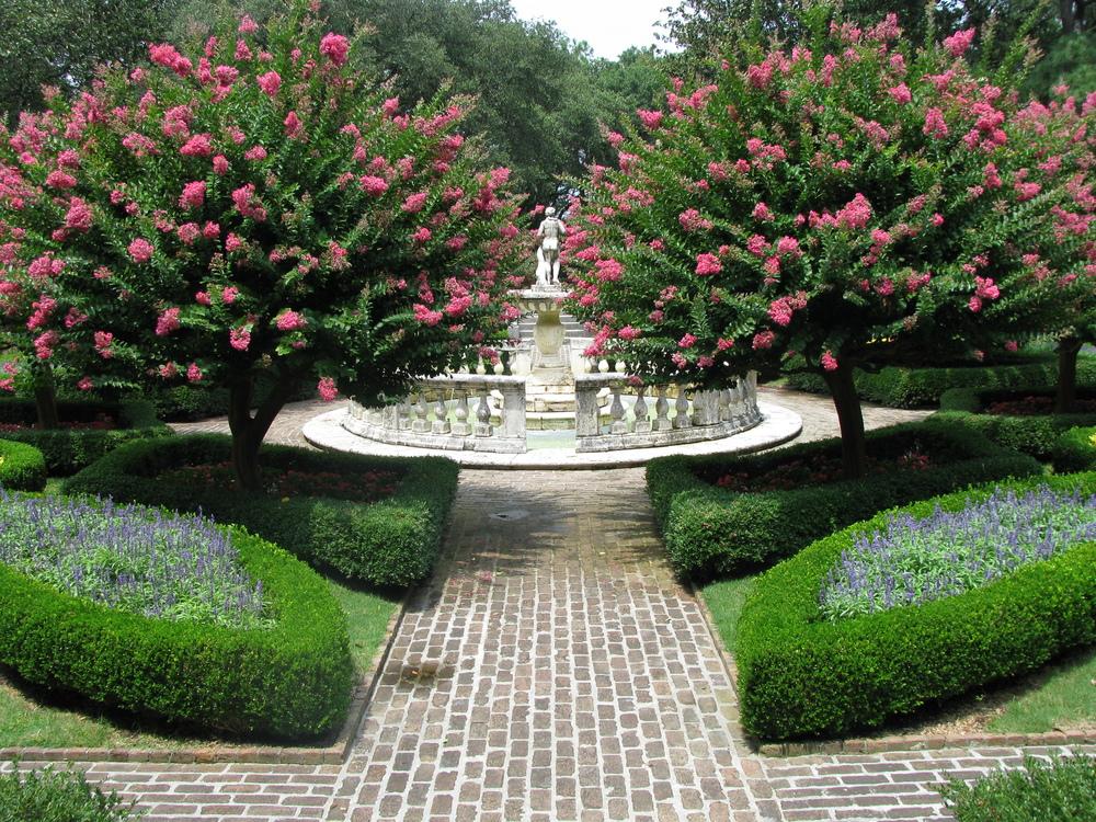 Elizabethan_Gardens_-_sunken_garden_04.jpggoggle.jpg