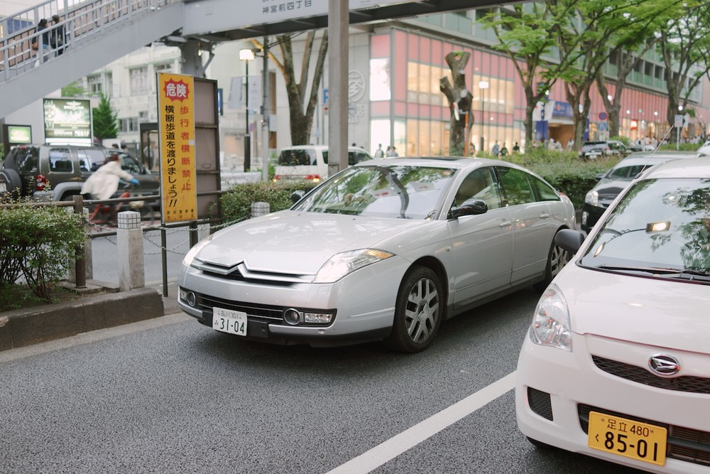 Japan seems to import all the European brands we don't get in America. Spotted this Citroën C6 in Harajuku.