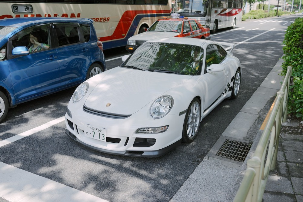 Love the yellow seat belts. A Porsche GT3 in Shinjuku.