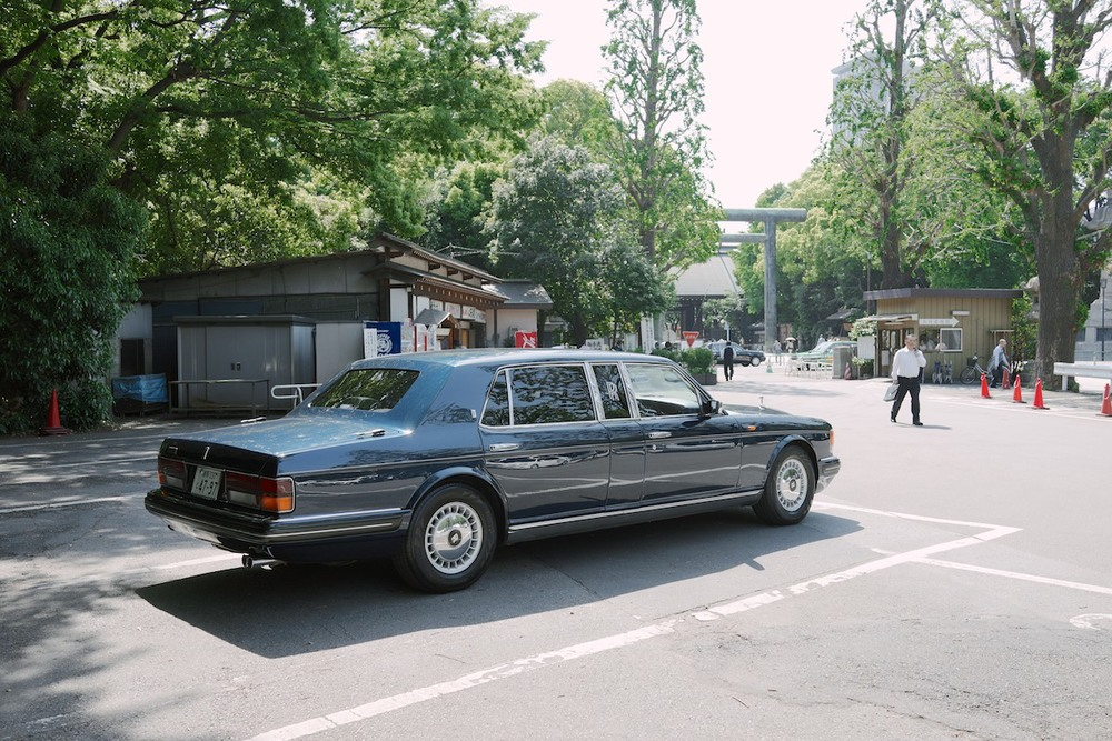 A Rolls-Royce Silver Spirit. Navigating this thing in Tokyo must be a nightmare.