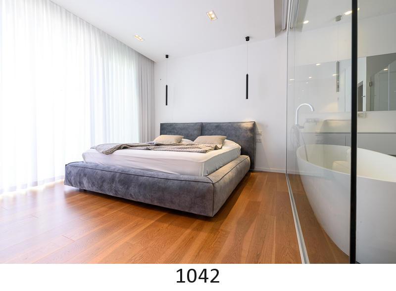 1042.jpg