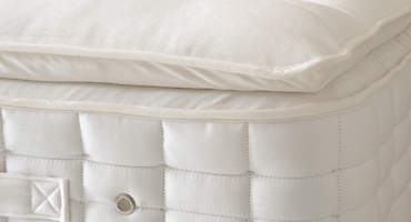 Cocooning comfort   With even more sumptuous and adaptive fillings, our pillow top layer hugs your body as you sink into blissful and relaxing sleep.