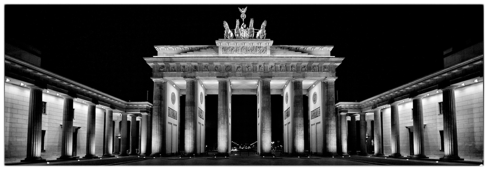 Brandenburg Gate  (Brandendburger Tor)  in Berlin, Germany