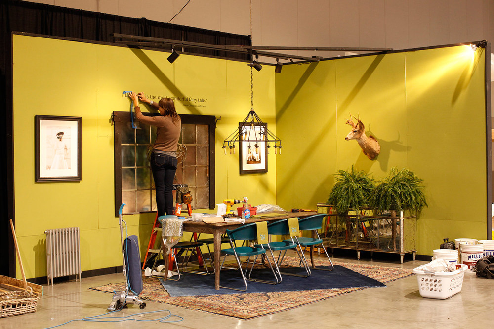 Elle lending a hand for the said interior design installation at the Home & Garden - Serving up Style.