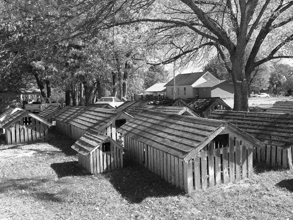 graveshouses_bw-rs.jpg