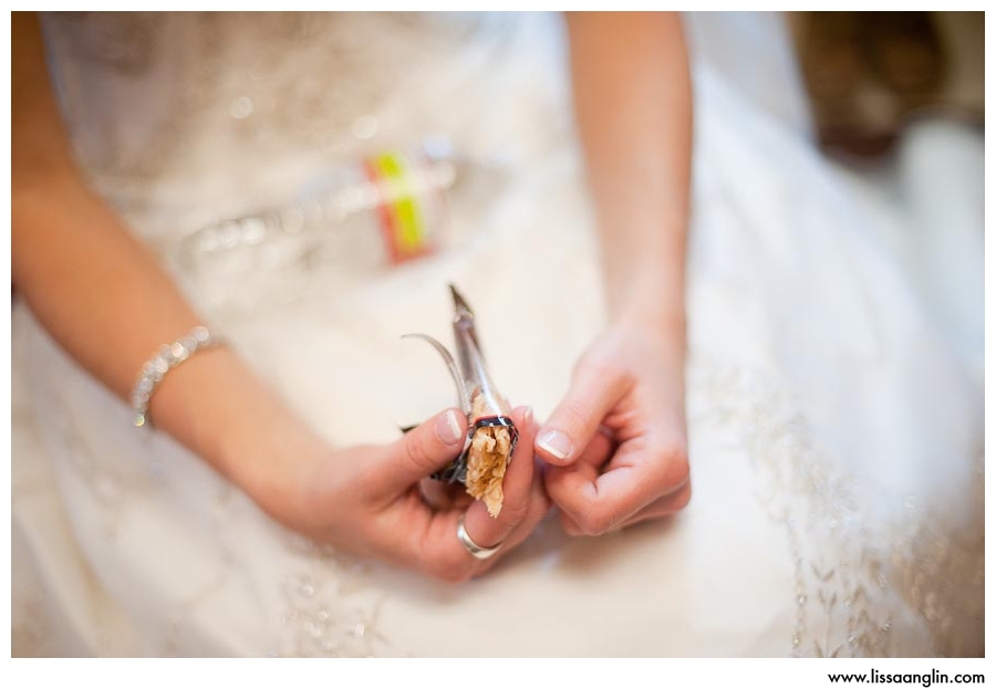 I have a personal addiction to KIND bars, and it was so fitting of Sarah's adventurous personality for her to be snacking on one pre-ceremony....mmmm...almond apricot!
