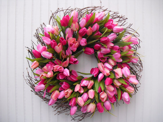 "Eye-catching tulip wreath from ""Door Decor More"" in San Antonio, Texas"