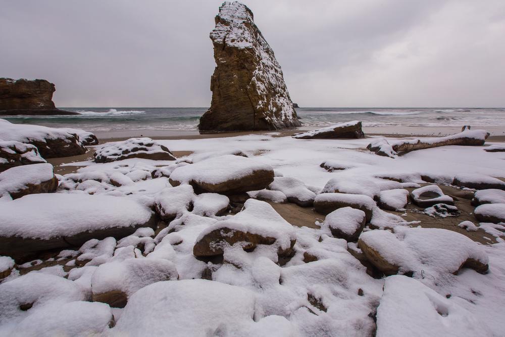 Yaquina Head Lighthouse Snowy Beach 2013-5.jpg