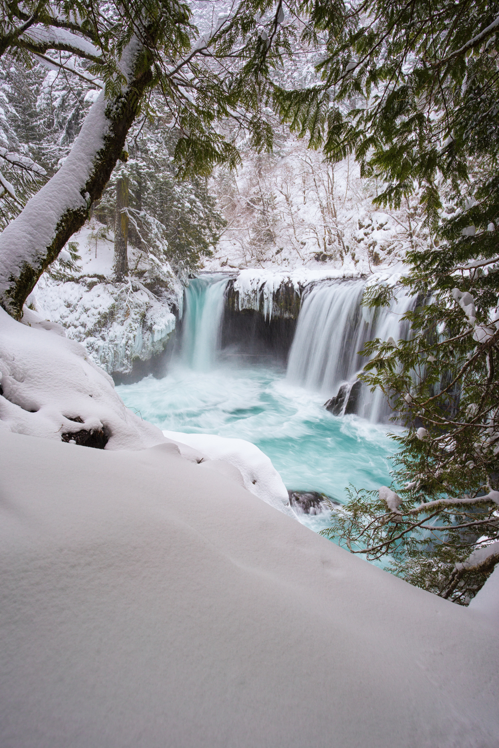 Spirit Falls in the snow 2.jpg