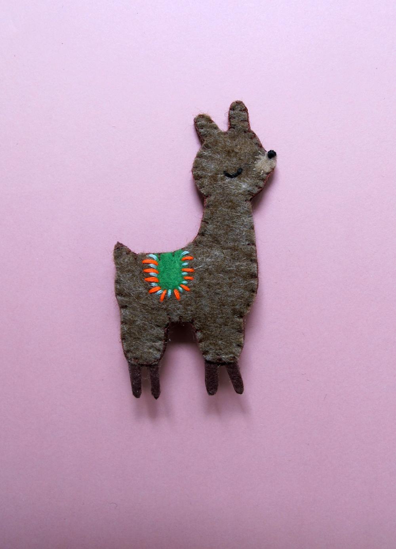 alpaca_brooch_1.jpg