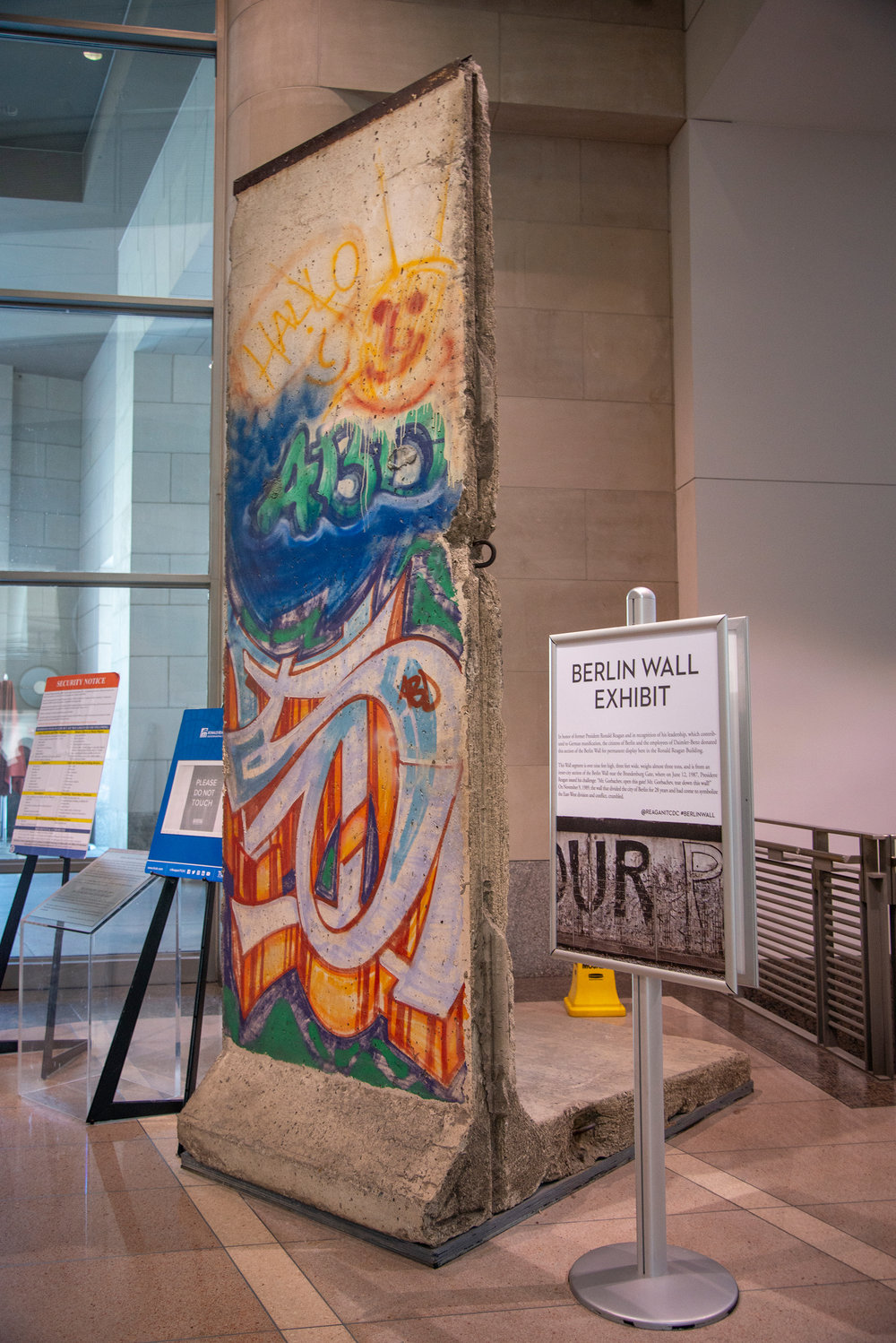 Guide to Washington DC: Berlin Wall in Regan Building