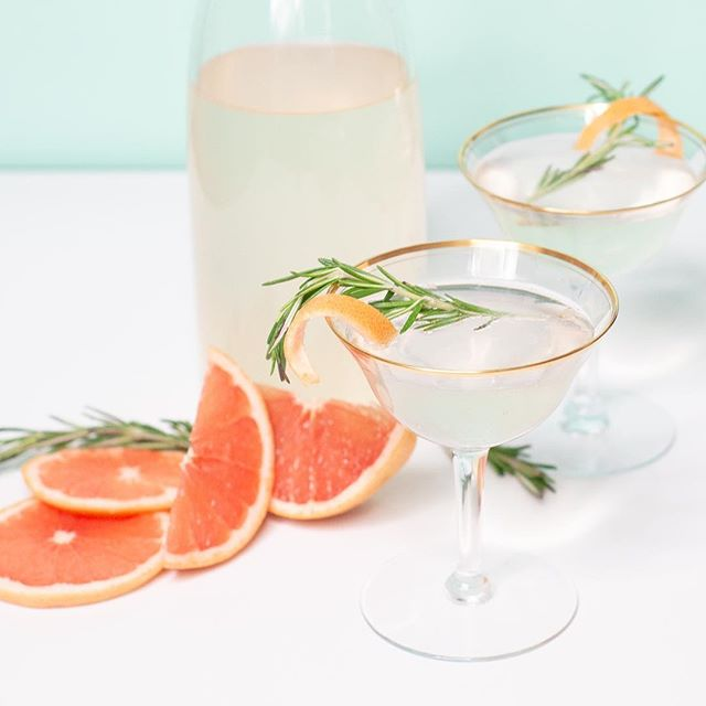Happy hour...(s). Yes please. 🍹 This Elderberry Grapefruit Cocktail is my new favorite. 😍 Perfect for Easter brunch next Sunday! Link in bio. #easter #cocktail #elderberry