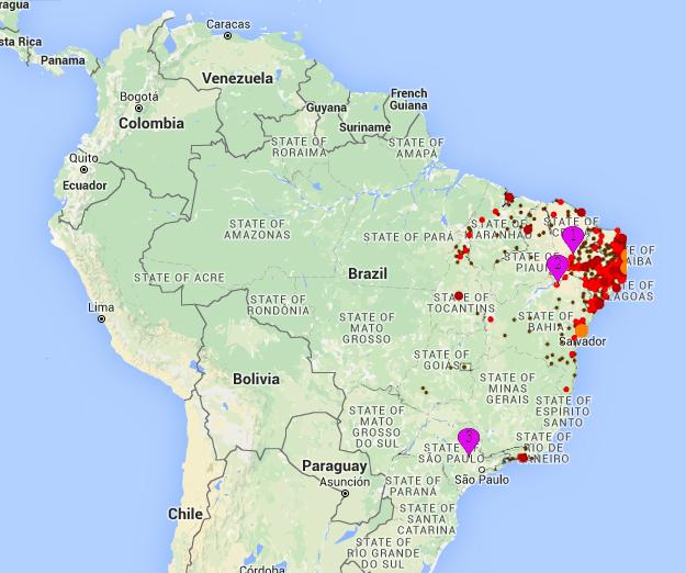 Czerwone i pomarańczowe koła pokazują lokalizację ognisk infekcji wirusem Zika. Pinezki wskazują: 1) Juazeiro de Norte, miejscowość, która przez większość zwolenników teorii spiskowej wskazywana była jako miejsce polowych testów Oxitec w 2011/2012 roku. 2)Juazeiro które było faktycznym miejscem tych testów. 3)Piracicaba, miejsce testów w 2015 roku.