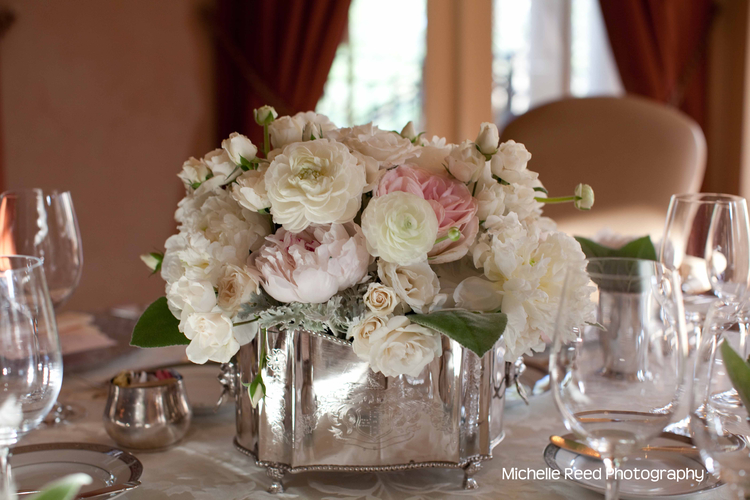 A romantic look in silver, pink and white with roses and peonies.