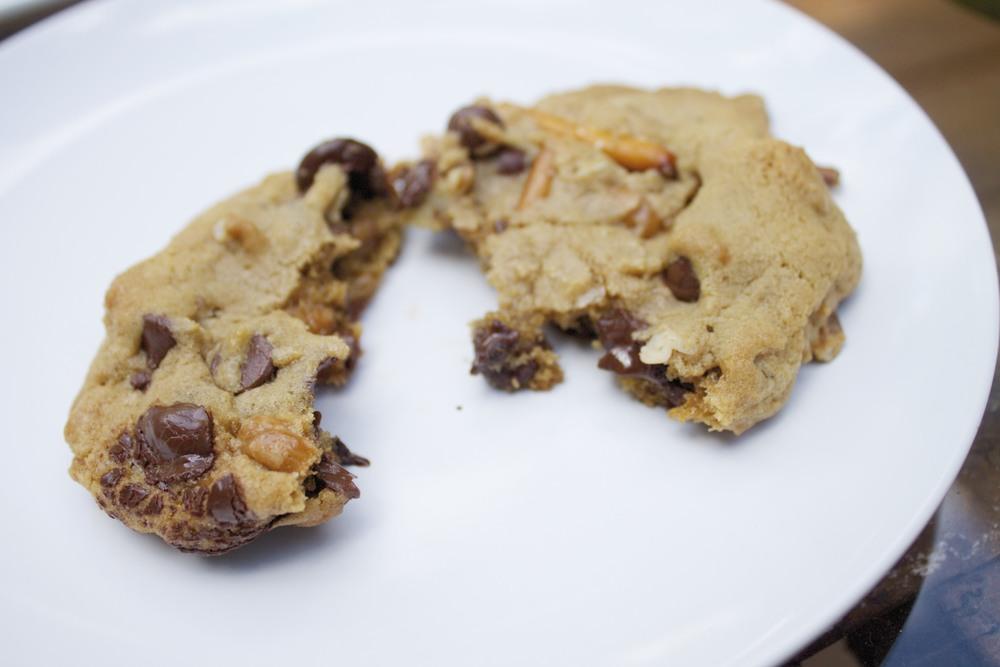 caramel & pretzel chocolate chip cookies