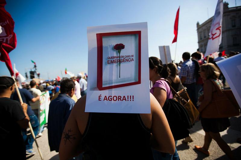 """""""Os cartazes da Revolta"""" Jornal Público, selecção de imagens da manifestação nacional, 29 de Setembro de 2012"""