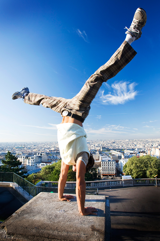 stern_laurent_handstand_sacrecoeur.jpg