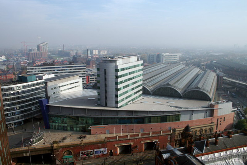 Source: https://en.wikipedia.org/wiki/File:Piccadilly_Station_Manchester_-_geograph.org.uk_-_692981.jpg